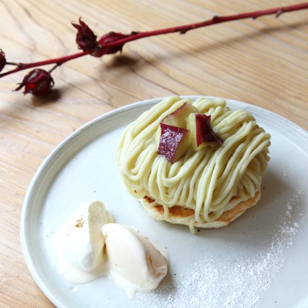 五郎島金時の<br>モンブランパンケーキ<br><span>Mont Blanc pancake<br>with Goroujima sweet potato</span><br>¥1,180