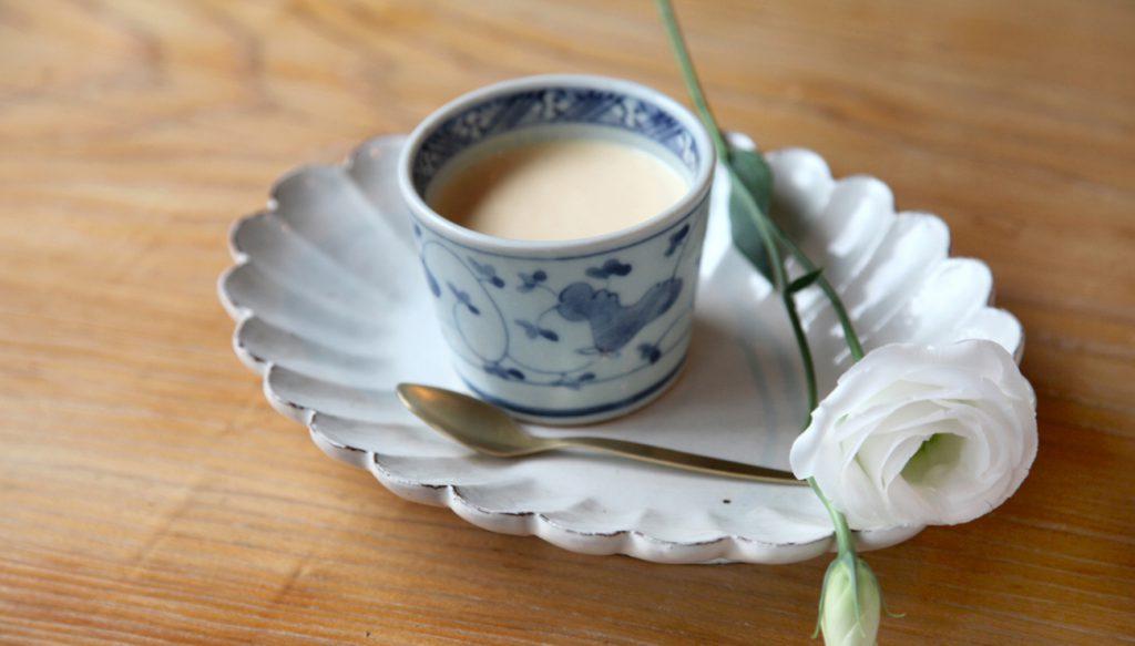 多聞の自家製なめらかプリン 加賀棒茶ソース添え