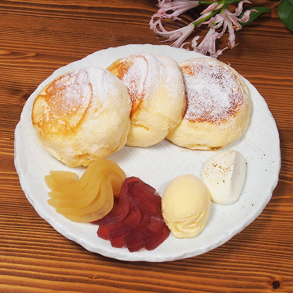 季節のスペシャルパンケーキ<br>りんごのパンケーキ<span>[1日限定20食 ]<span><br><span>Seasonal special pancakes<br>Apple pancakes<br> [Limited to 20 serves per day]</span><br>¥1,280