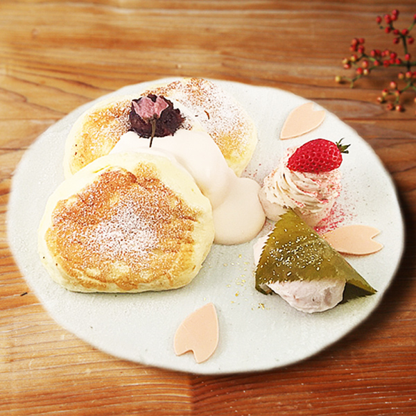季節のスペシャルパンケーキ<br>桜のパンケーキ<span>[1日限定20食 ]<span><br><span>Seasonal special pancakes<br>Cherry blossom  pancakes<br> [Limited to 20 serves per day]</span><br>¥1,280