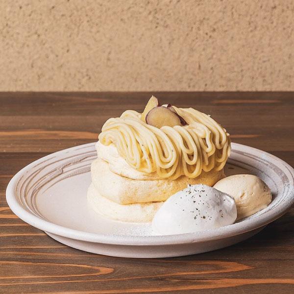 五郎島金時のモンブランパンケーキ<br>生クリーム、バニラアイス添え<br><span>Goroujima sweet potato Mont Blanc pancake served with whipped cream and vanilla ice cream</span><br>¥1520