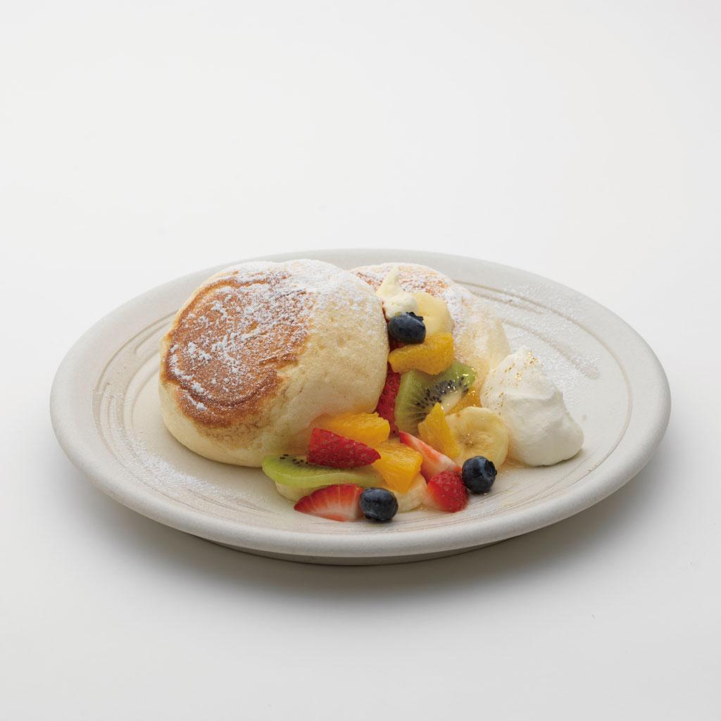 加賀藩前田家 五色の米粉フルーツパンケーキ<br><span>Five-Color Rice Flour Fruit Pancakes</span><br>¥1300