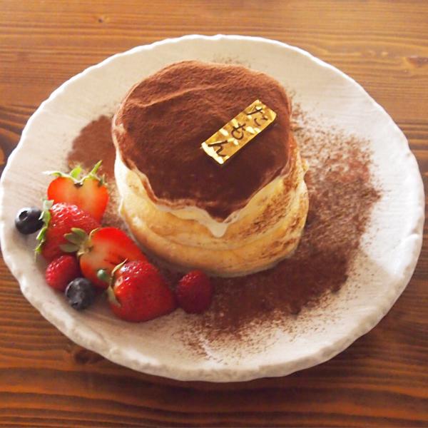 季節のスペシャルパンケーキ<br>『ティラミスパンケーキ』1日限定20食<br><span>Season of special pan cake<br>『Tiramisu Pancake』<br>Limited to 20 serves per day</span><br>¥1280