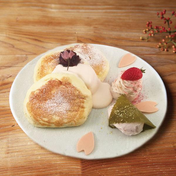 季節のスペシャルパンケーキ<br>『さくらのパンケーキ』1日限定20食<br><span>Season of special pan cake<br>『Cherry blossom』<br>Limited to 20 serves per day</span><br>¥1280